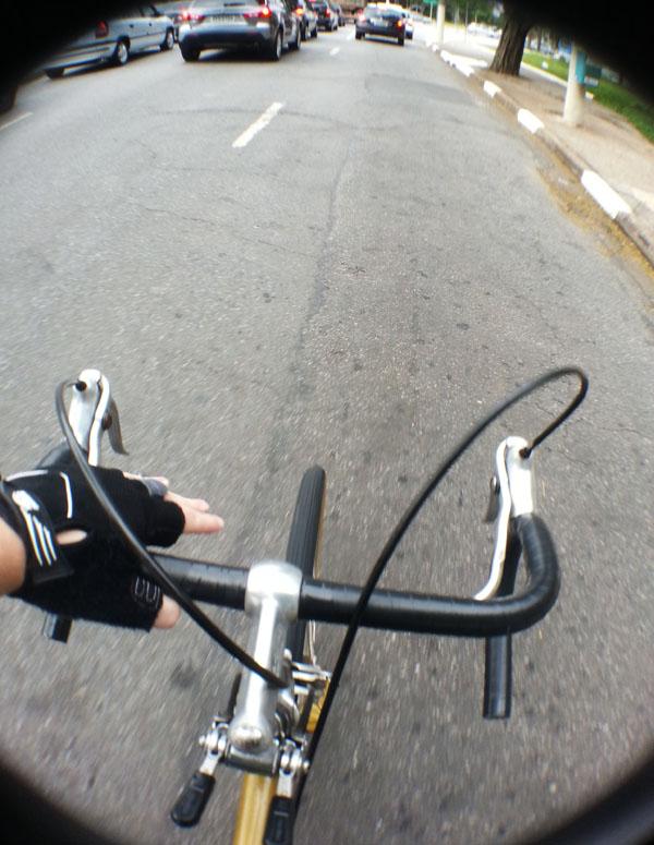 ocupe a faixa com a bicicleta