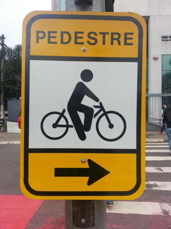 placa-pedestre-ciclovia-vergueiro