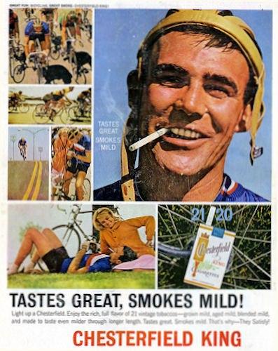 Propaganda antiga com cigarro e bicicleta. Chega a ser bizarra essa associação hoje né?