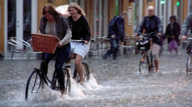 pedalando-na-chuva