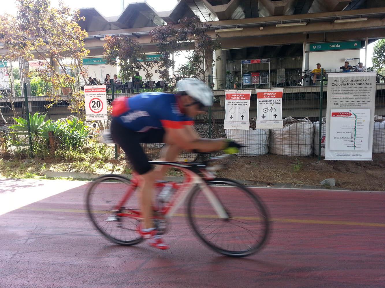 ciclovia-pinheiros-ciclista-rapido
