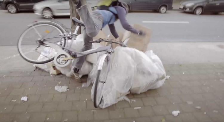 ciclista-se-jogando